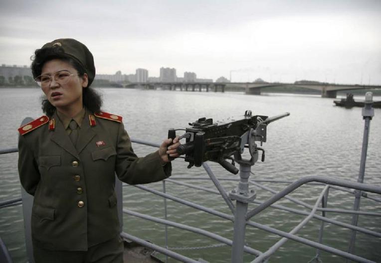 평양 대동강변 미 해군 정보 수집함 푸에블로호의 50구경 M2 중기관총 - USS Pueblo an intelligence Ship M2 HMG in the Daedong River Pyongyang