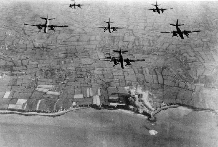 디 데이 다음날 영국 공군 전투기들의 독일군 목표물 습격 D-Day next day RAF Attacking Ground Target in the Normandy region