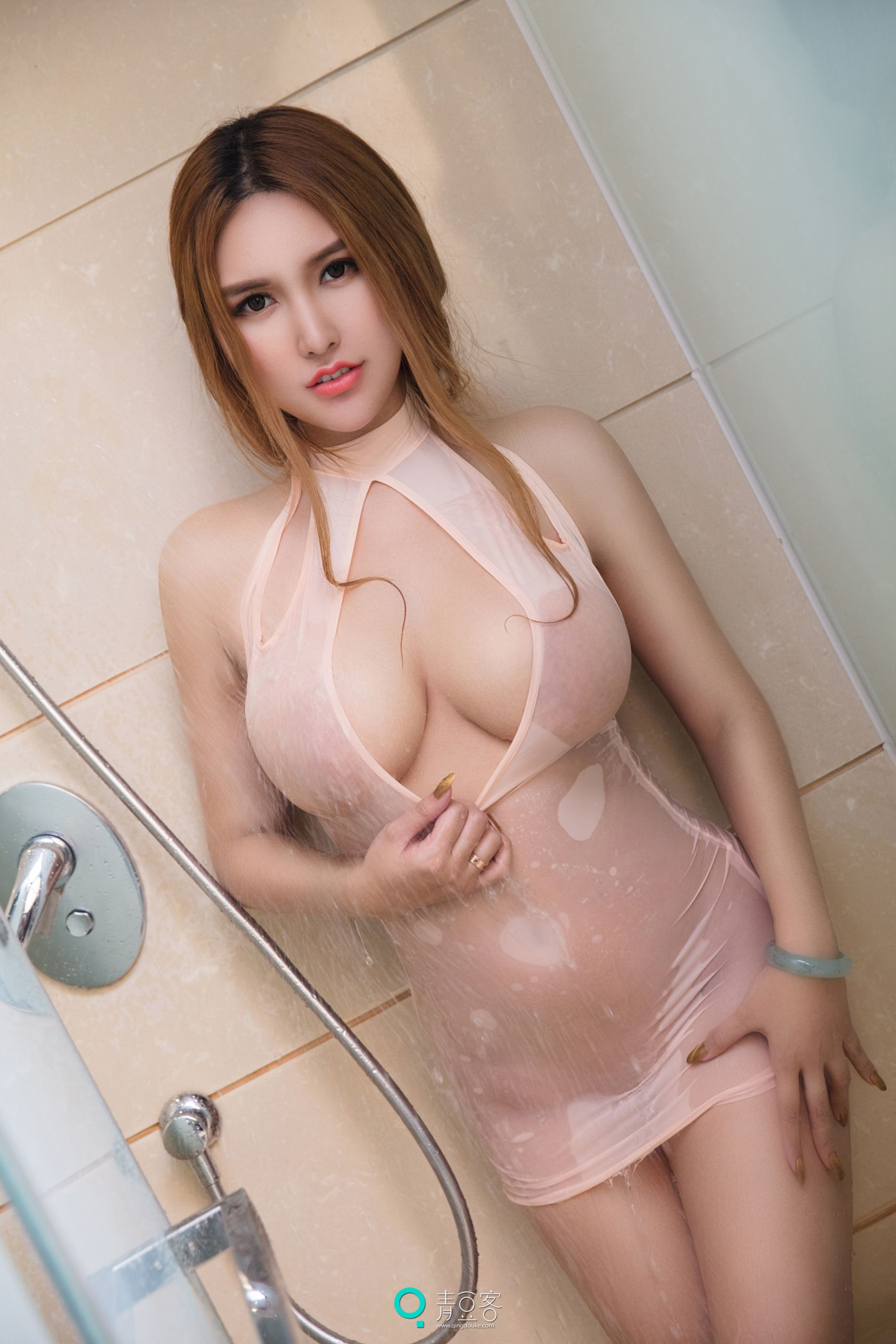 hot shower Chinese glamour